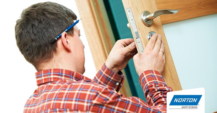como-instalar-puertas-de-madera-en-5-sencillos-pasos (1)