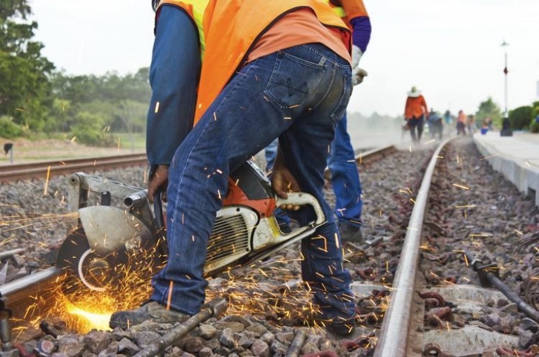 How to cut and replace a rail track