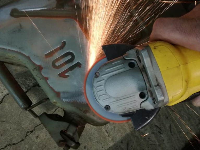 right angle grinder use