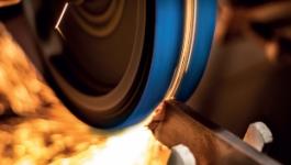 szlifowanie metalu taśmą ścierną Bluefire