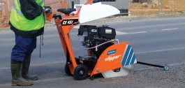 asphalt cutting using floor saw