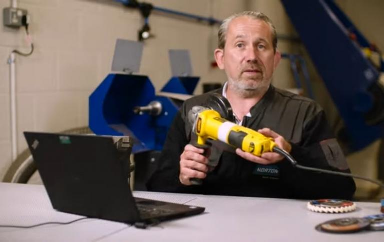 szlifierki kątowe z regulacją obrotów do różnych narzędzi ściernych