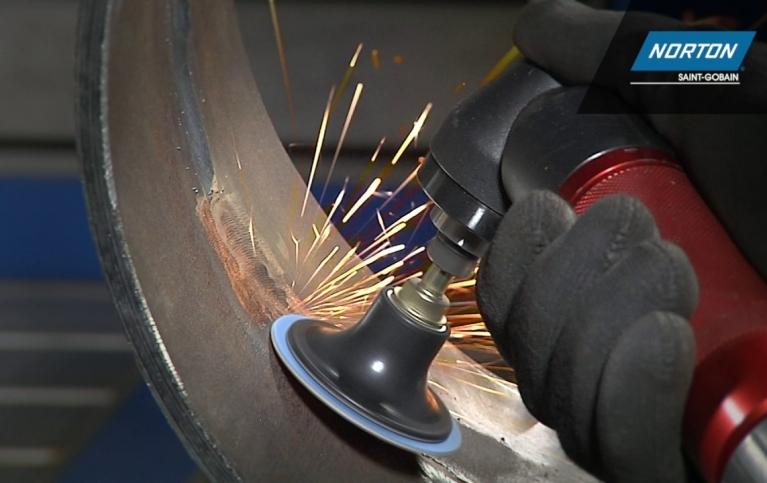 szlifowanie metalu z krążkami Norton Speedlok