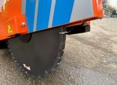 lavori di scavo per la posa della fibra ottica con le mole diamantate spessorate Norton Clipper