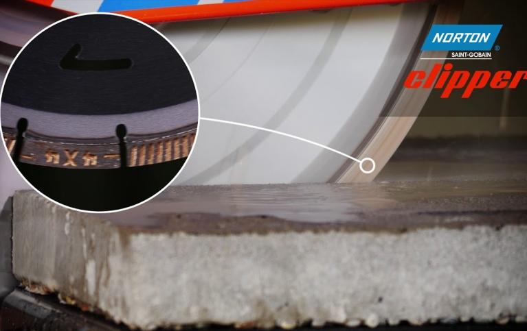 mit_norton_clipper_betonplatten_und_ziegelsteine_schneiden_105d03bf0b2f30d