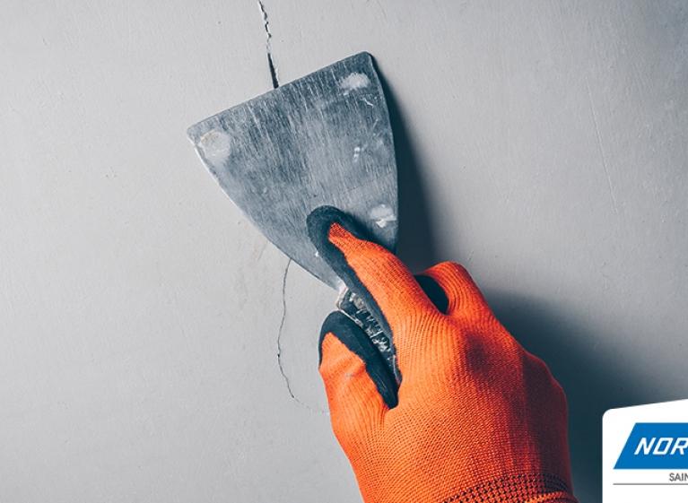 Como-preparar-las-grietas-en-la-pared-antes-de-pintar