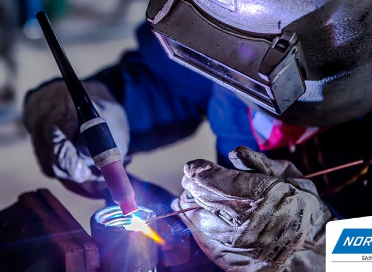 PORTADA-que-papel-cumple-la-tecnologia-en-los-acabados-de-acero-inoxidable