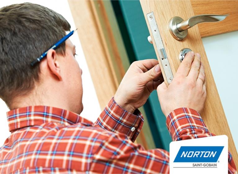 min-como-instalar-puertas-de-madera-en-5-sencillos-pasos