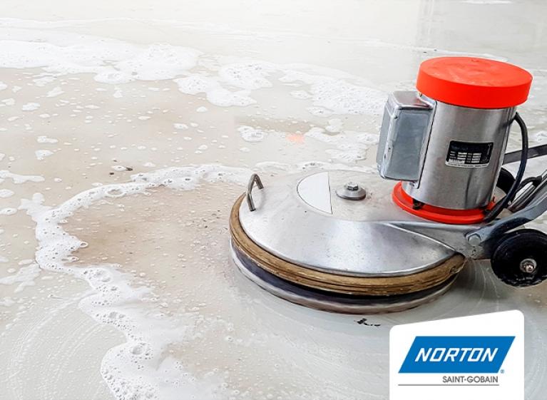 min-como-pulir-el-piso-de-cemento-alisado